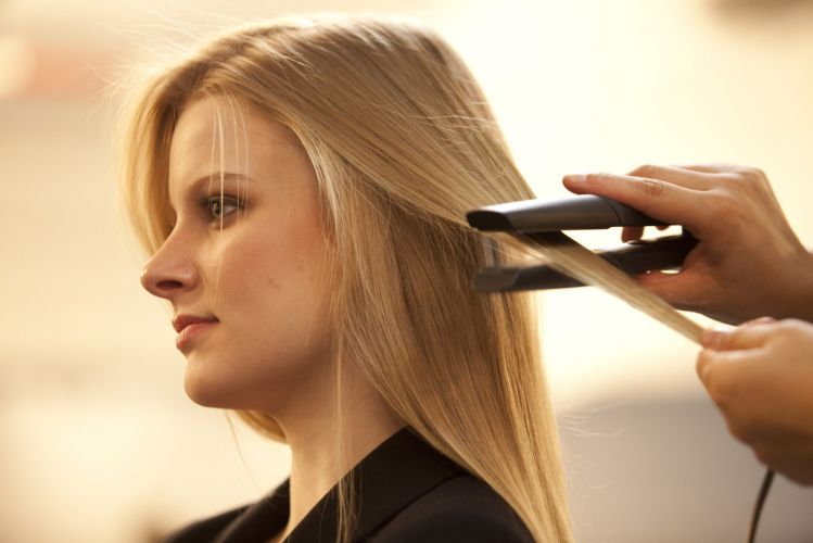 Resultado de imagem para Chapinha: 4 dicas que você precisa saber antes de usar a ferramenta para alisar o cabelo