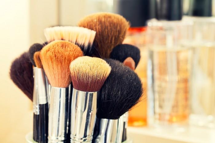 como-fazer-maquiagem-com-poucos-produtos-2